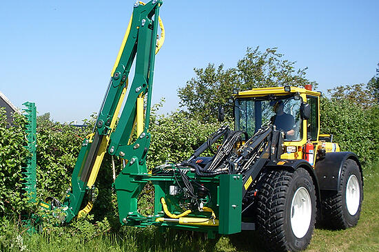 700x466_Lundberg_brush_cutting_flail_mowing_and_mulching