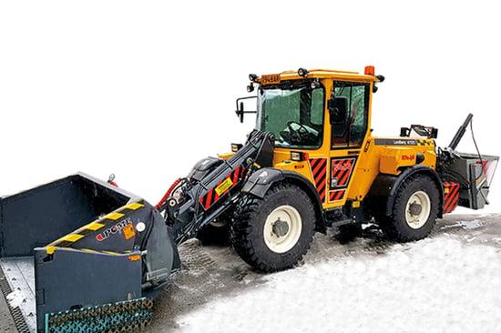 700x466_Lundberg_snow_ploughing_sanding