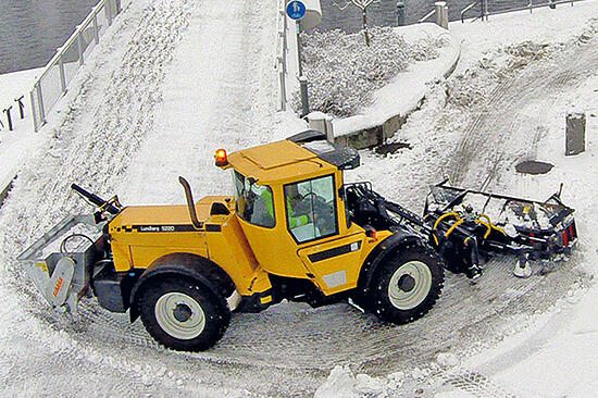 700x466_Lundberg_snow_ploughing_sanding2
